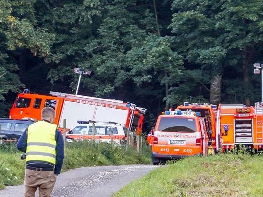 Die Rettungskräfte am Morgen nach dem Absturz.