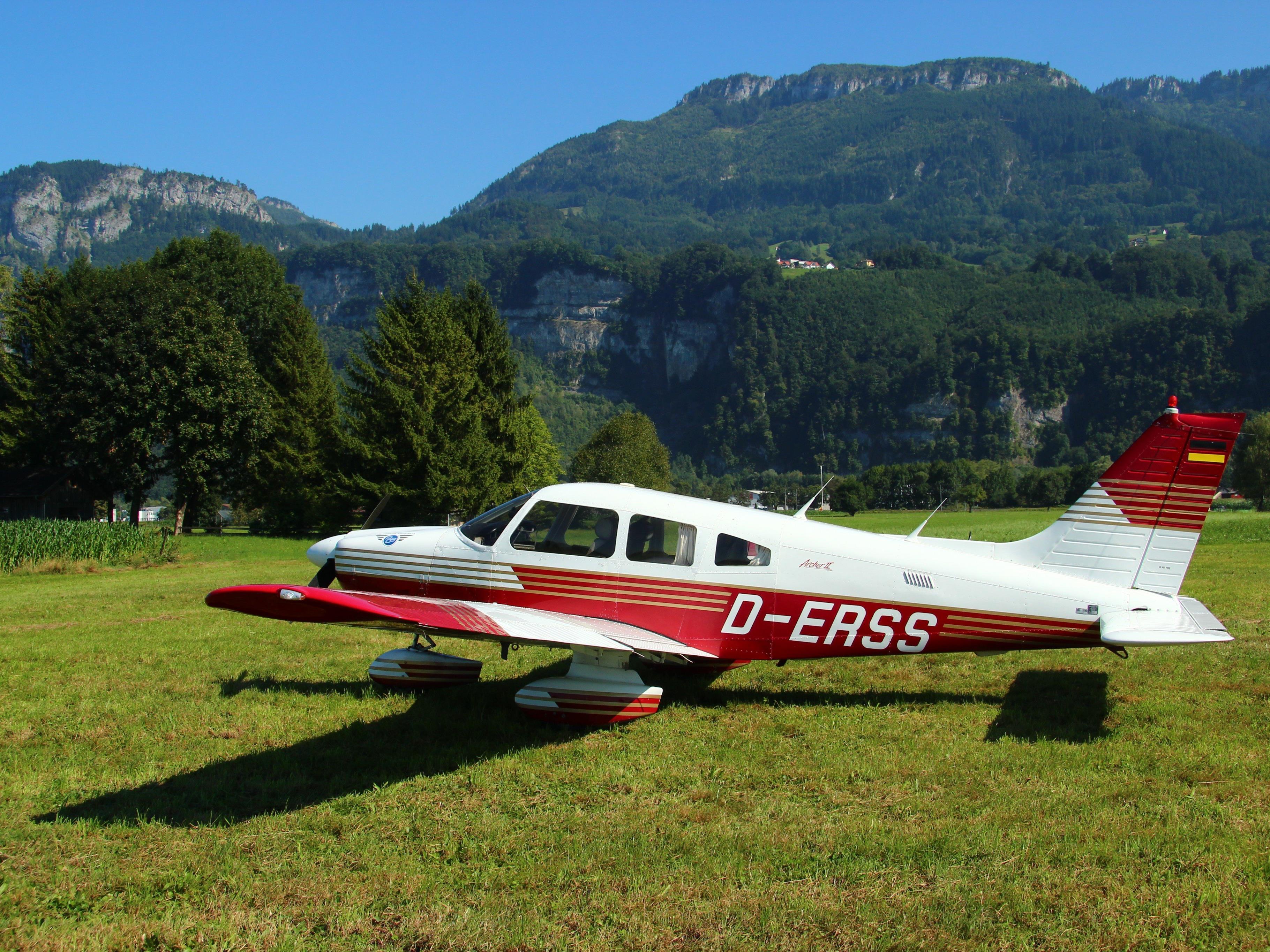 Ein technischer Defekt zwang das Flugzeug zur Außenlandung.