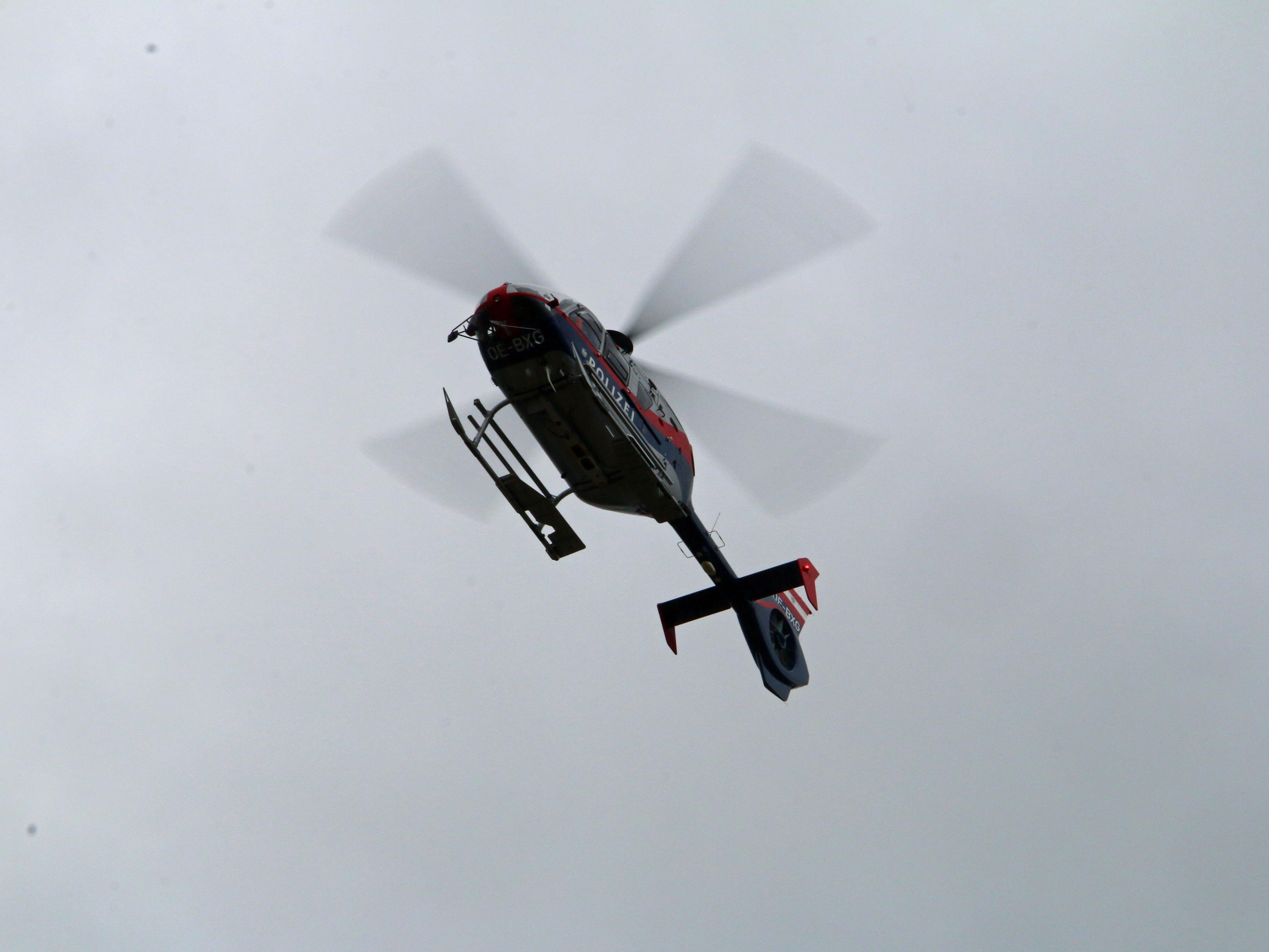 Zwei Frauen mussten beim Wandern in Vorarlberg vom Hubschrauber geborgen werden. Sie kamen vom Weg ab, eine von ihnen verletzte sich am Fuß.