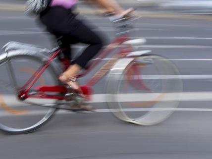 Ein Radfahrer wurde in Döbling bei einer Notbremsung schwer verletzt