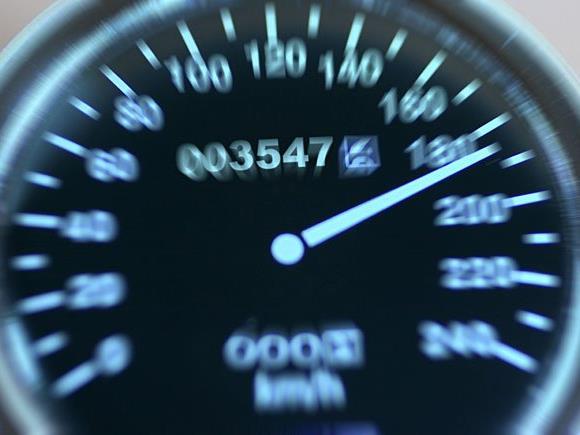 Vorsicht beim Schnellfahren im Ausland - Tempolimits können sich stark von jenen hierzulande unterscheiden