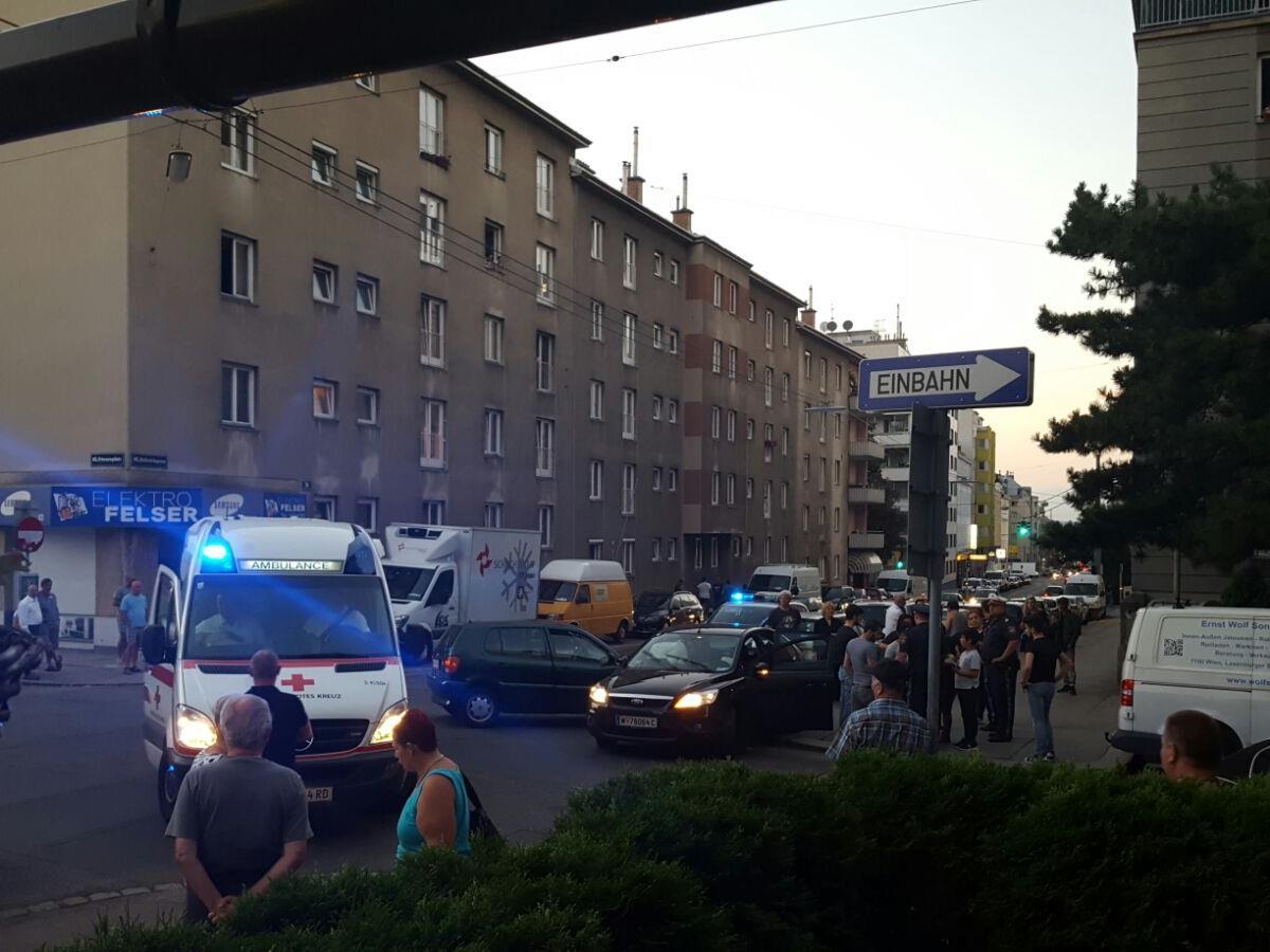 Bei einem Verkehrsunfall in Favoriten wurden mehrere Personen leicht verletzt