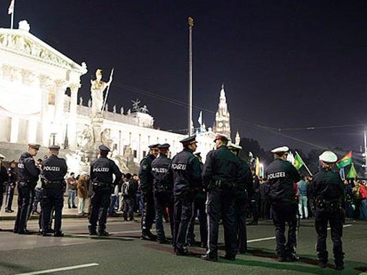 Auch an diesem Samstag demonstrieren Kurden in Wien.