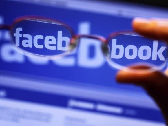 Auf Facebook ließ sich der Mann wüst über Flüchtlinge aus.