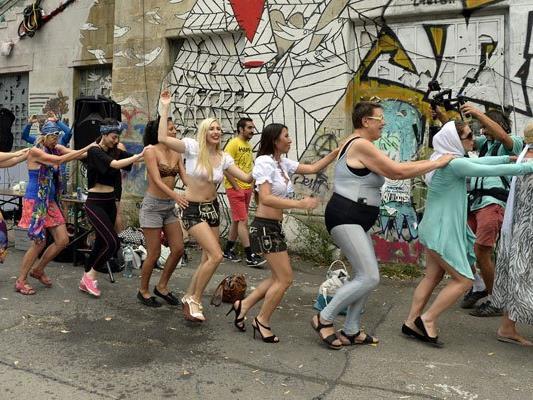 Montagabend tanzte man beim Badeschiff in Wien für die Selbstbestimmung der Frau.