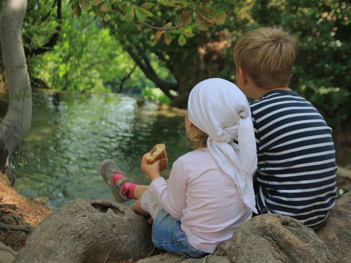 Geschwister beeinflussen das Liebesleben.