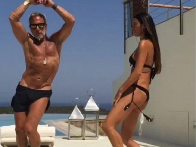 Unter dem Hashtag #enjoy postet der Italiener regelmäßig sommerliche Tanz-Videos