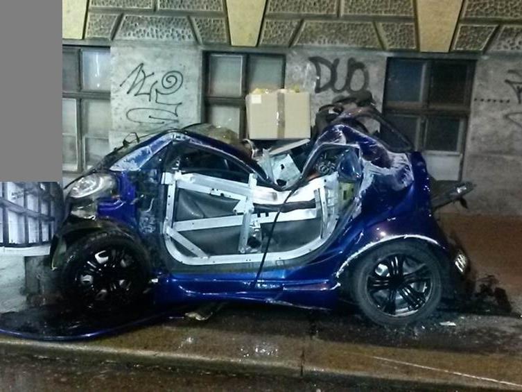 Der Unfalllenker wurde lebensgefährlich verletzt.