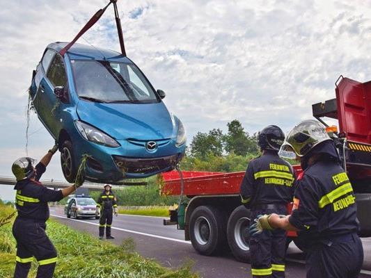 Durch den heftigen Aufprall wurde die Hinterachse des Fahrzeuges ausgerissen.