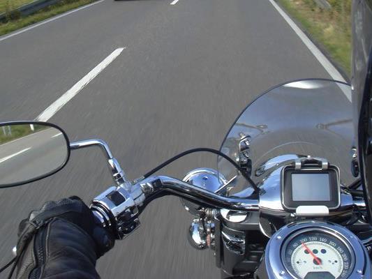 Der Biker rechtfertigte sich damit, dass er die Reifen einfahren wollte.