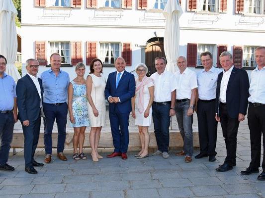 Wolfgang Sobotka hat sich Bezau mit Landesrat Erich Schwärzler und den Bürgermeistern der Regio-Bregenzerwald getroffen.