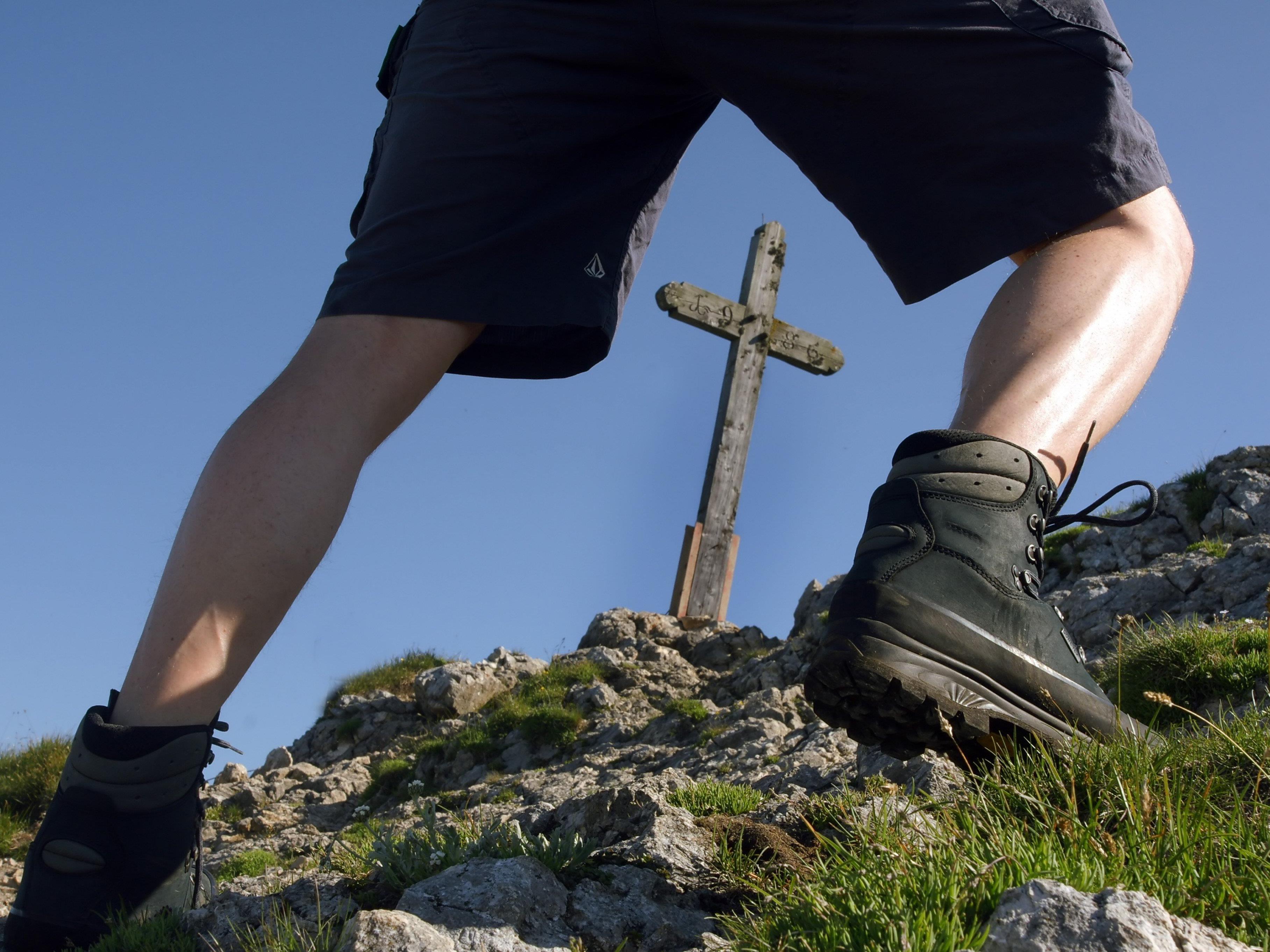 Der Wanderer brach mitten am Weg zusammen. (Symbolbild)
