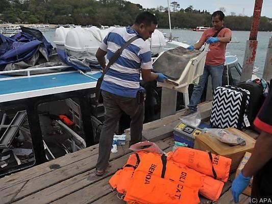 Die Polizei untersucht das Speedboot