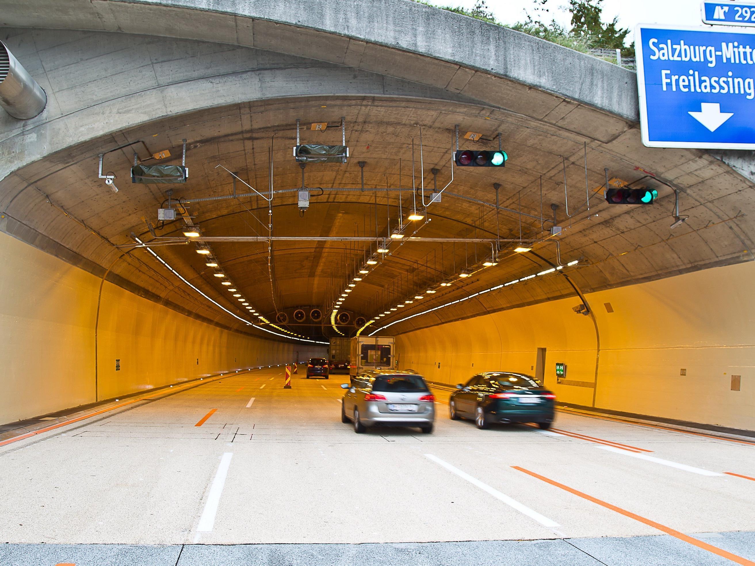 Im November sollen die Sanierungsarbeiten am Lieferinger Tunnel abgeschlossen sein.