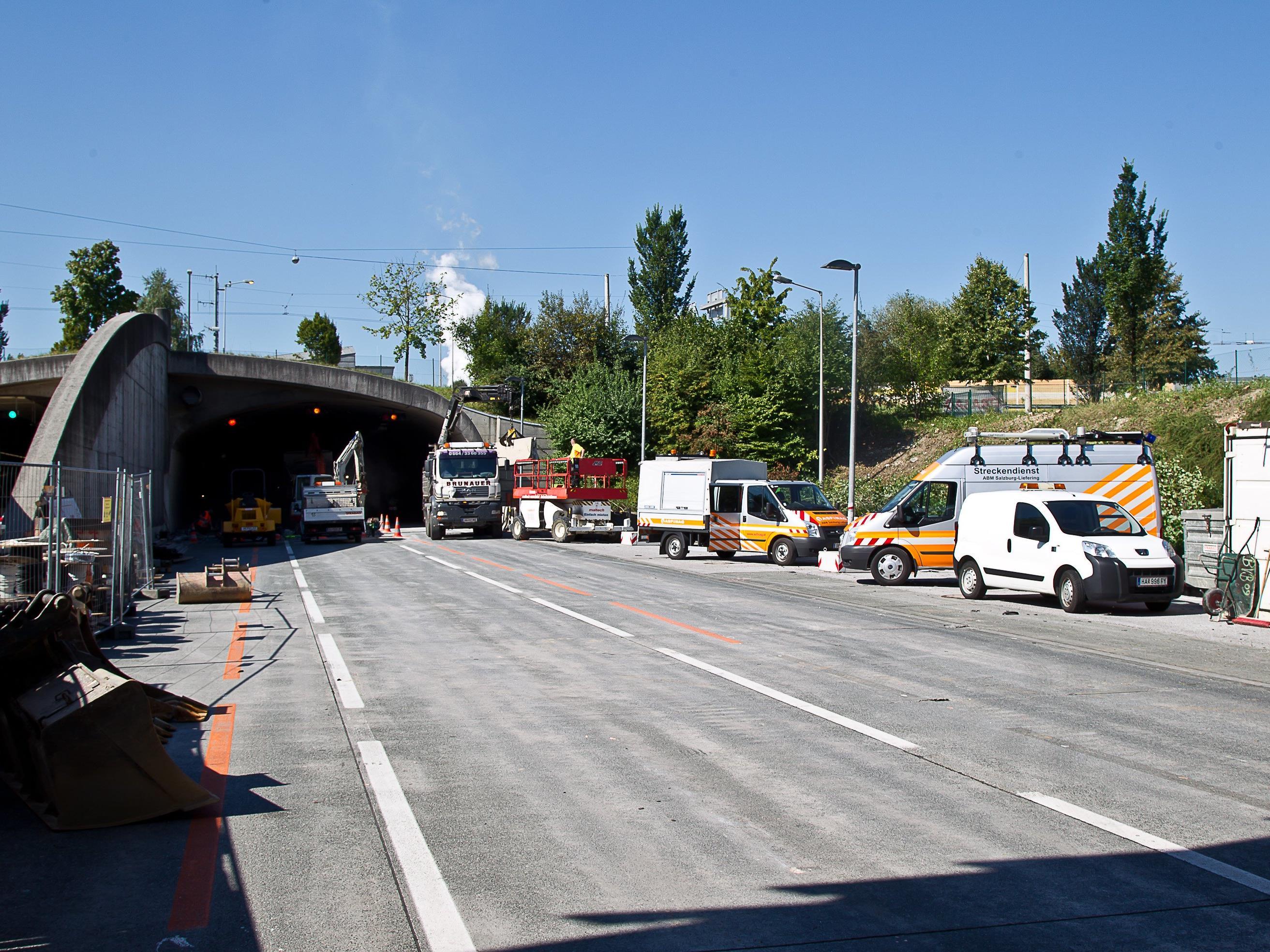 Bis November soll die Sanierung im Lieferinger Tunnel andauern.
