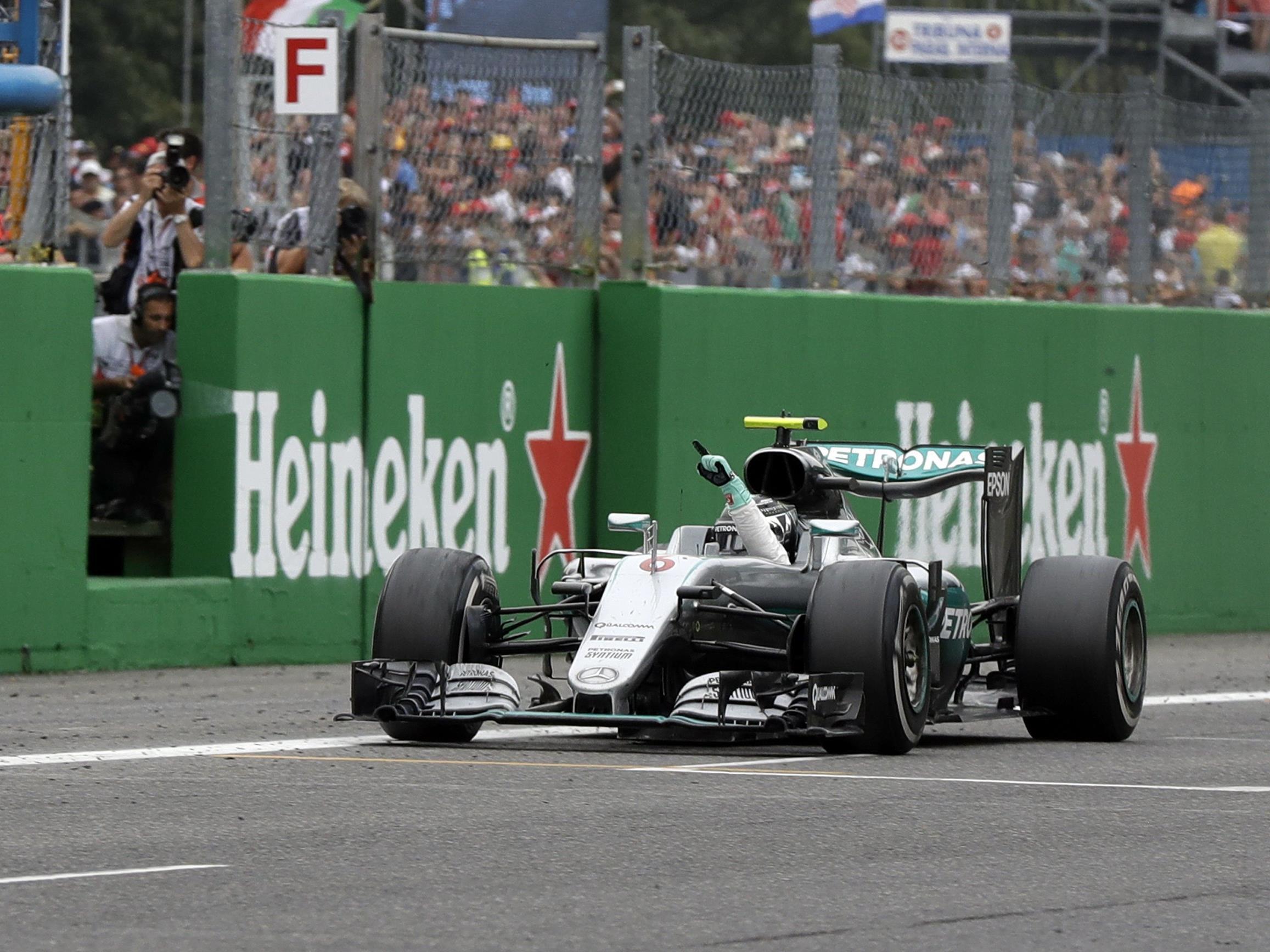 Weltmeister Hamilton rettete Rang zwei und WM-Führung gegen Sieger Nico Rosberg.