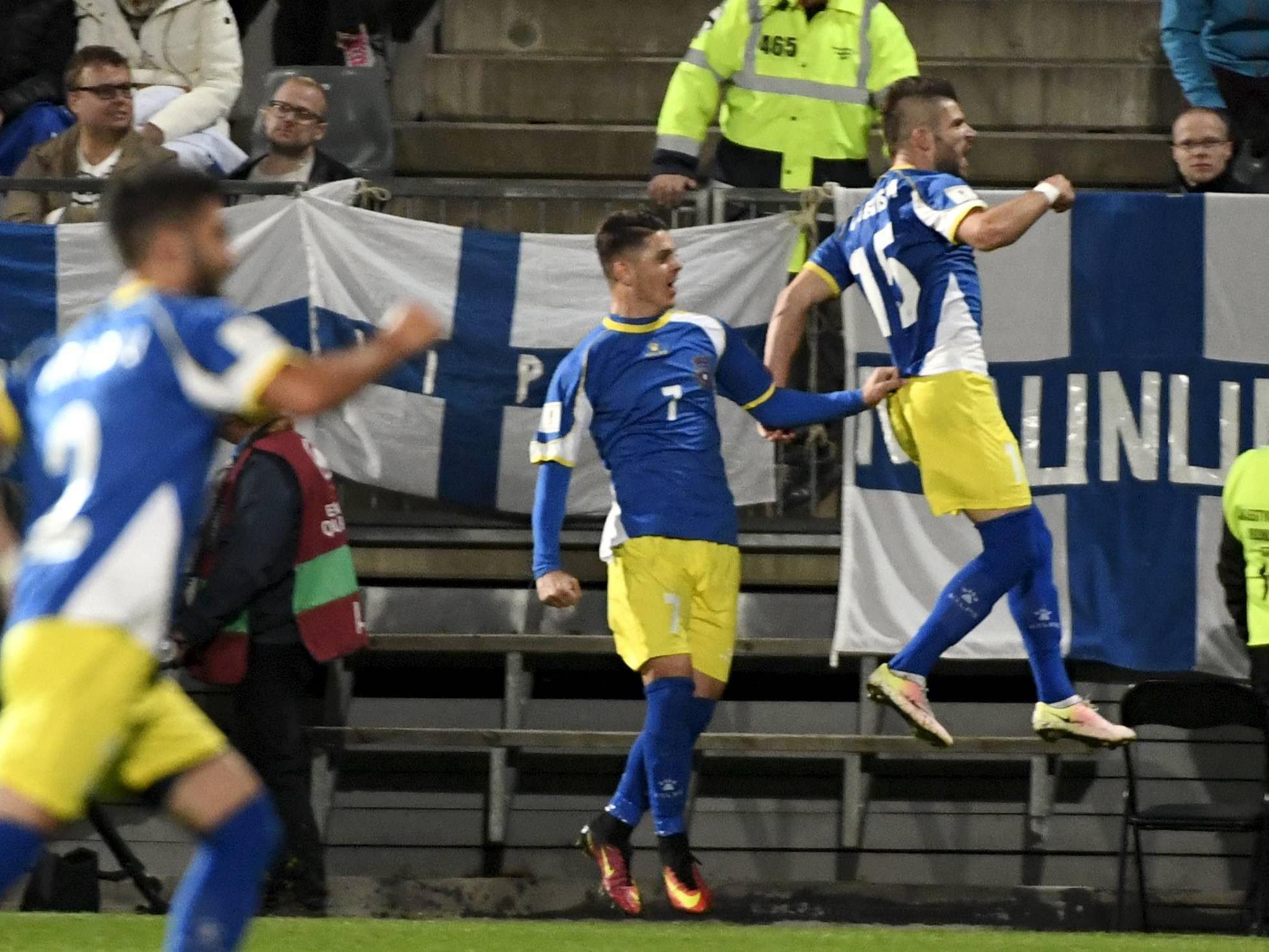 Valon Berisha schreibt mit seinem Ausgleichstreffer kosovarische Fußballgeschichte.