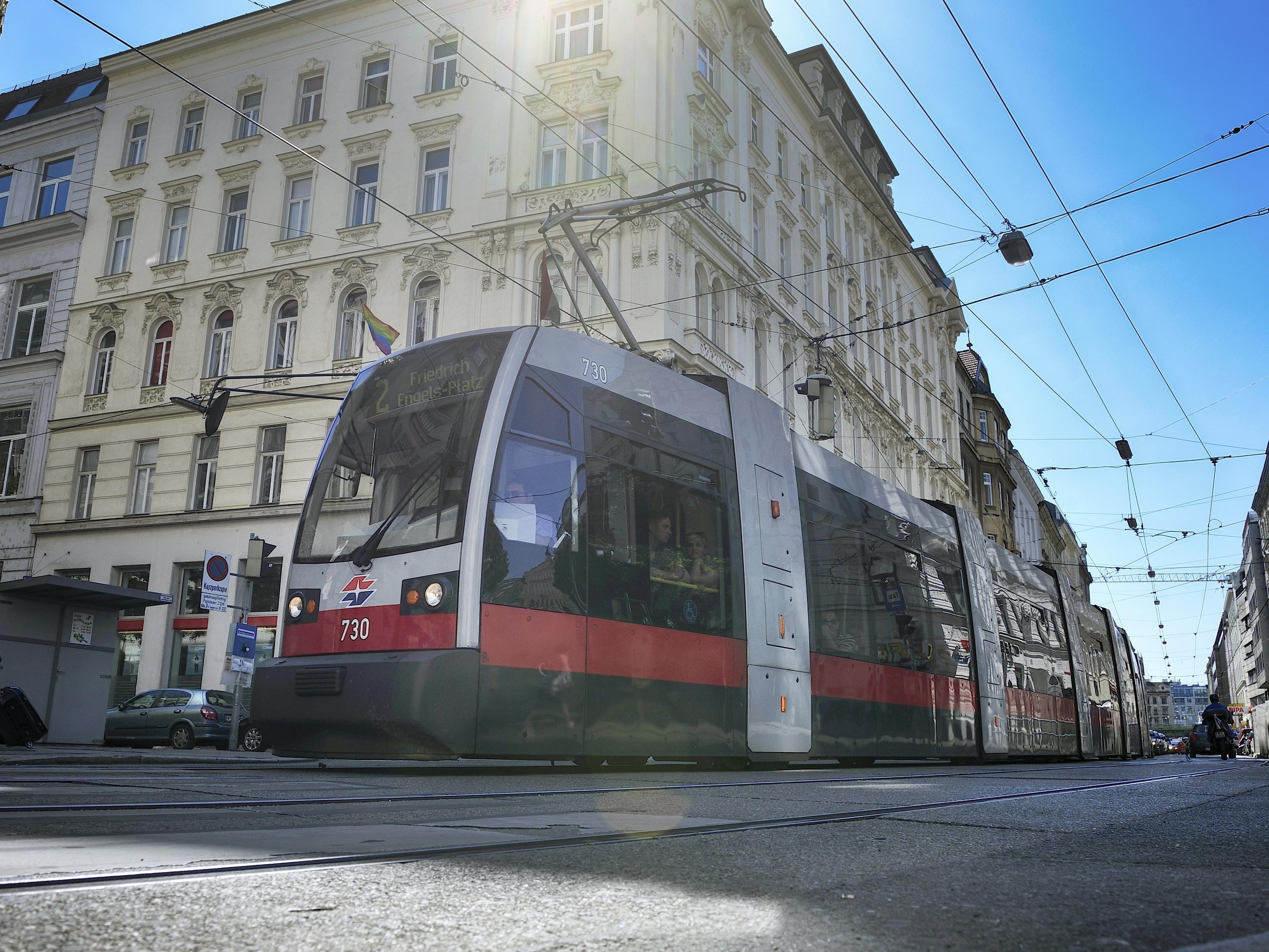 Eine Straßenbahn der Linie 2 hat am Freitag einen Schüler erfasst