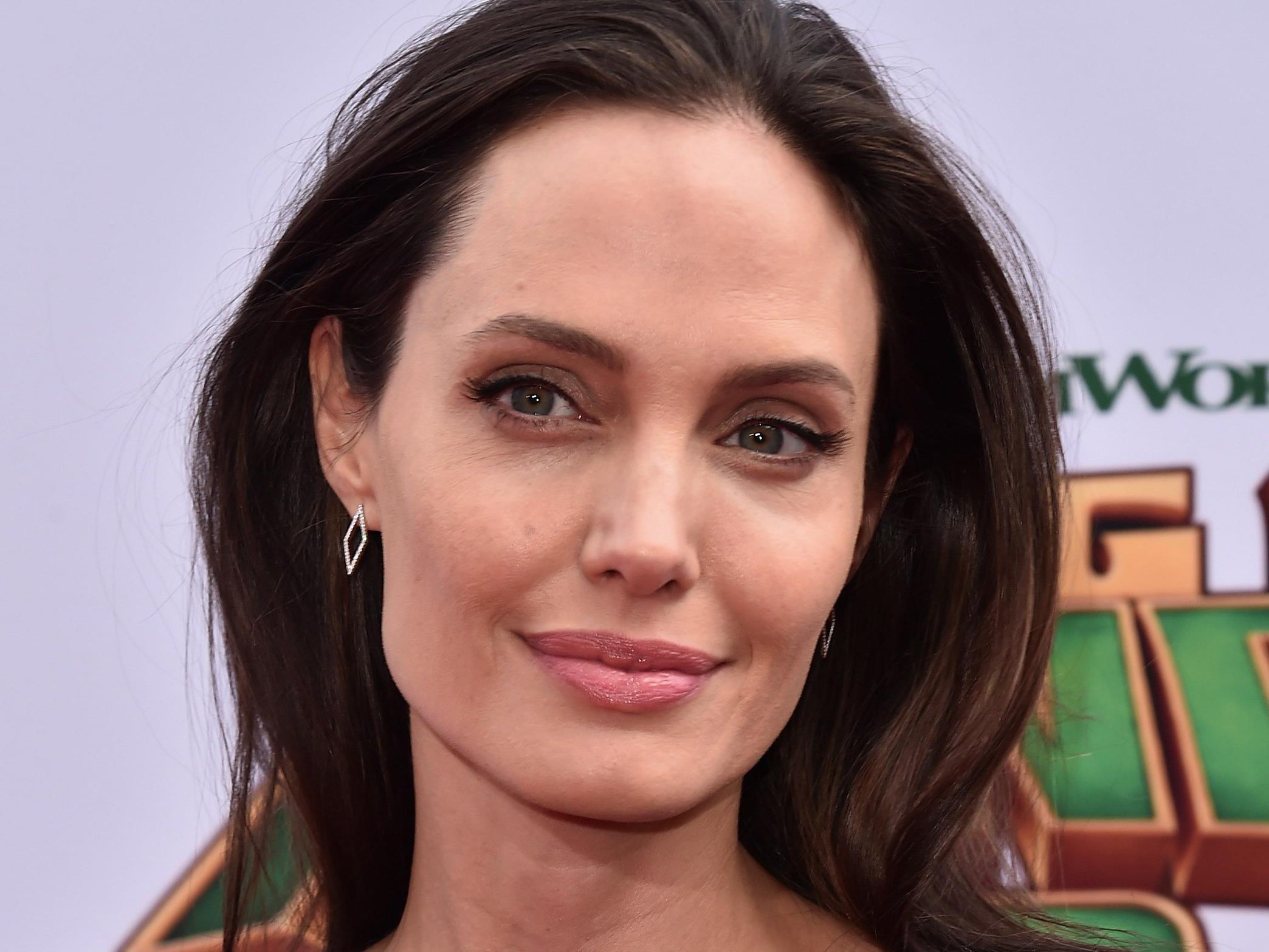 Angelina Jolie soll die perfekten Wangen haben.