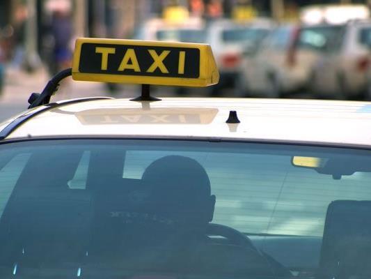 Ein Taxilenker erfasste in Ottakring einen alkoholisierten Fußgänger.