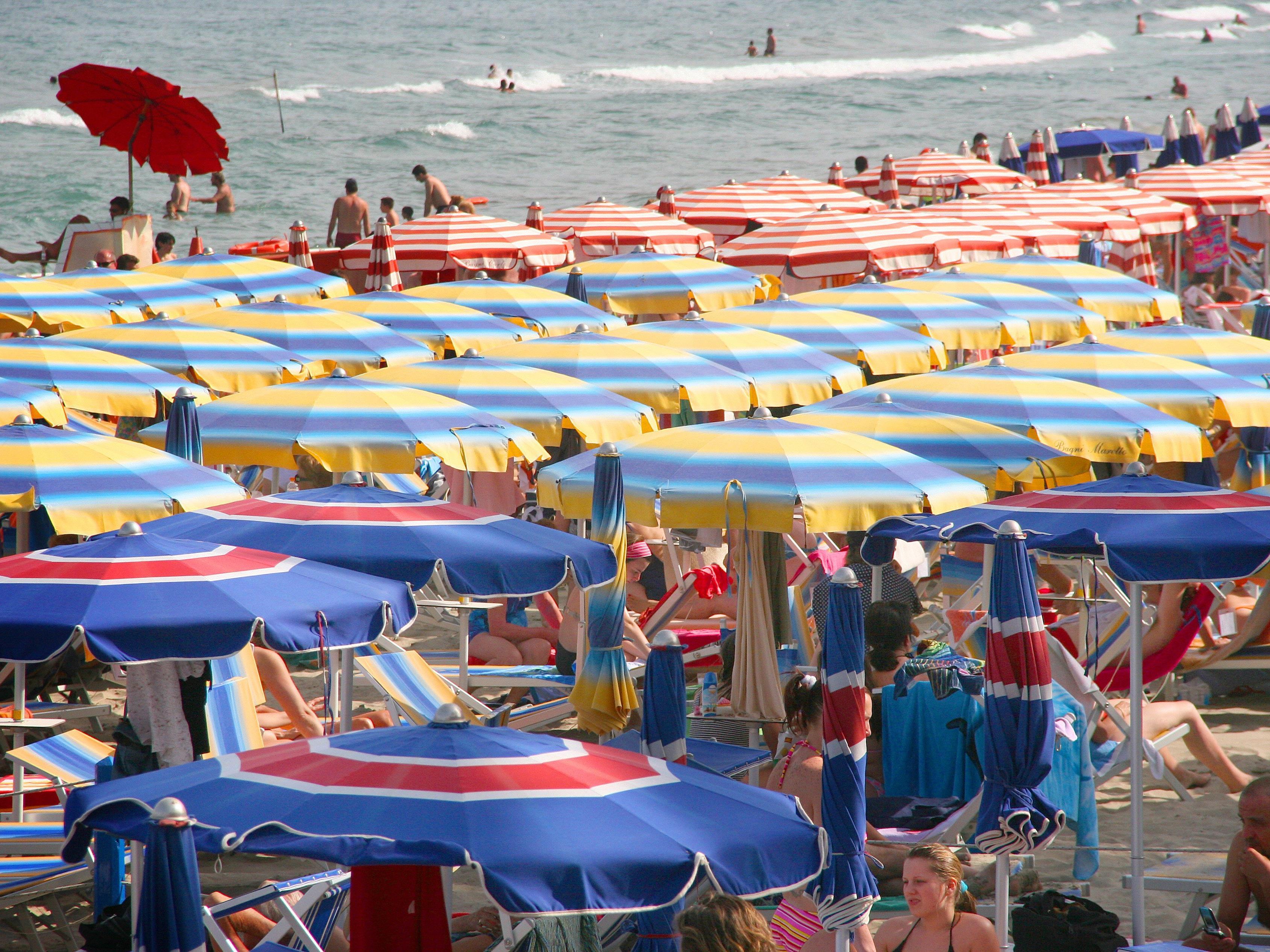 Anstatt den Urlaub in Benidorm zu genießen, lieferten die Engländer sich eine Rauferei.
