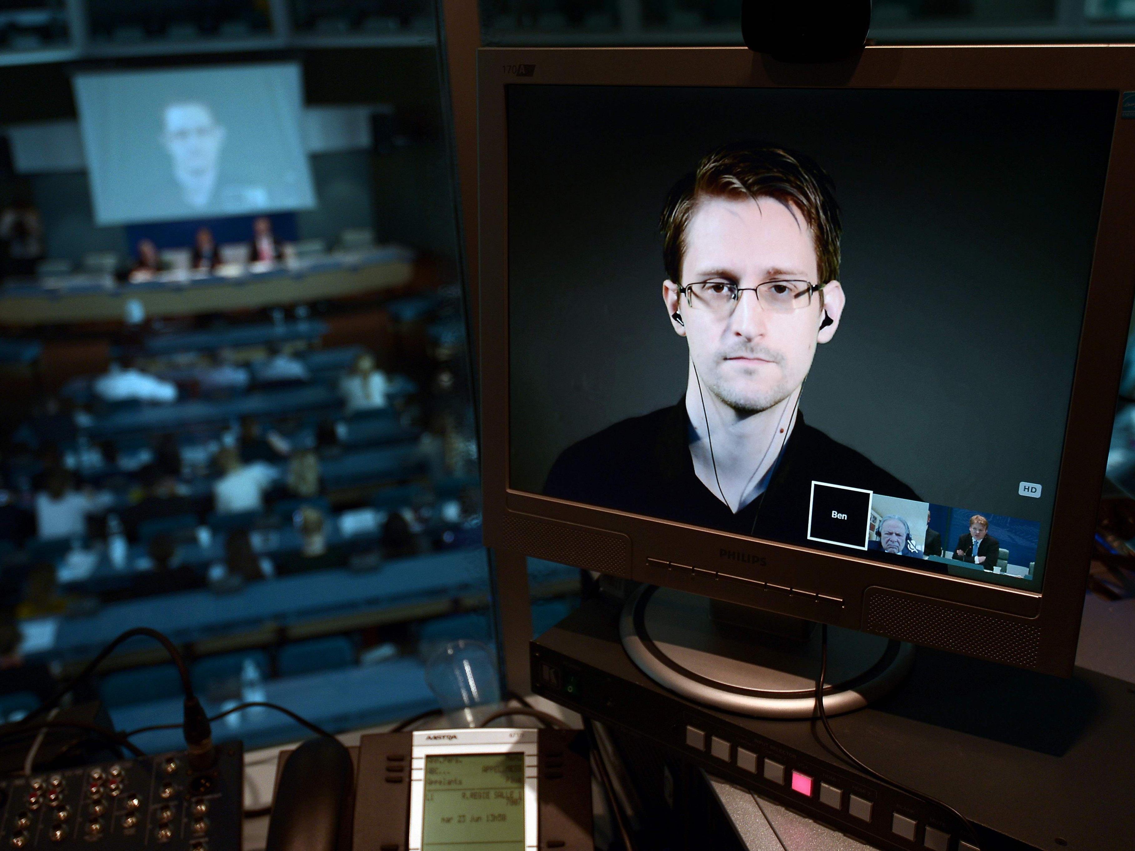 Edward Snowden ist ehemaliger CIA-Mitarbeiter und amerikanischer Whistleblower.