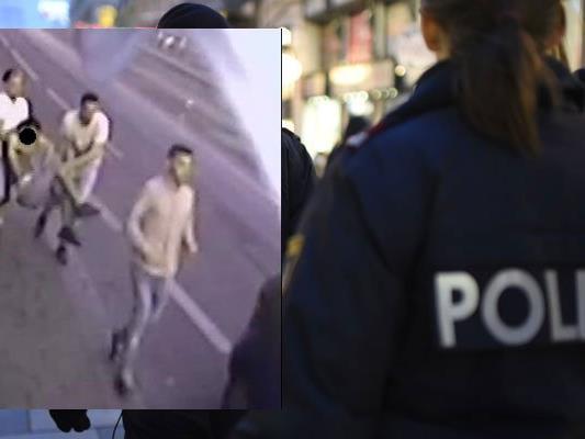 Die Polizei fahndet nach diesen Männern.
