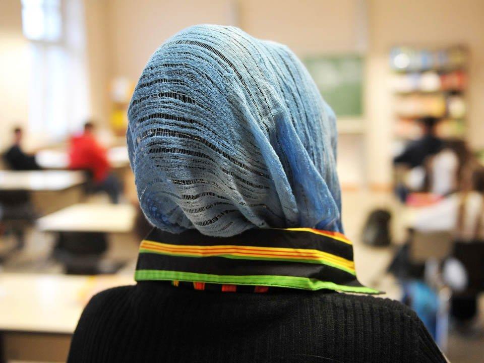 Auch Muslime müssten Schweinefleisch und Alkohol an Berufsschulen verkosten.