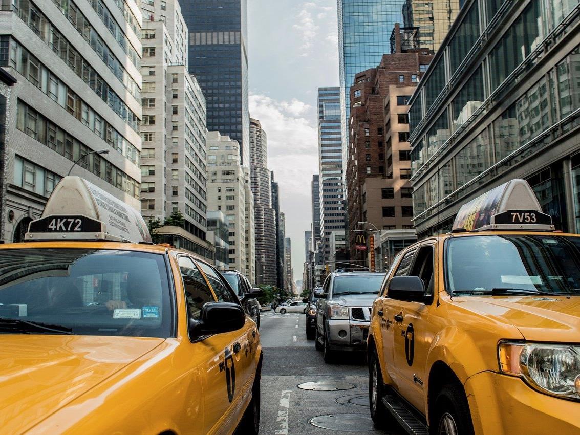 In den USA werden lenkerlose Taxis getestet.