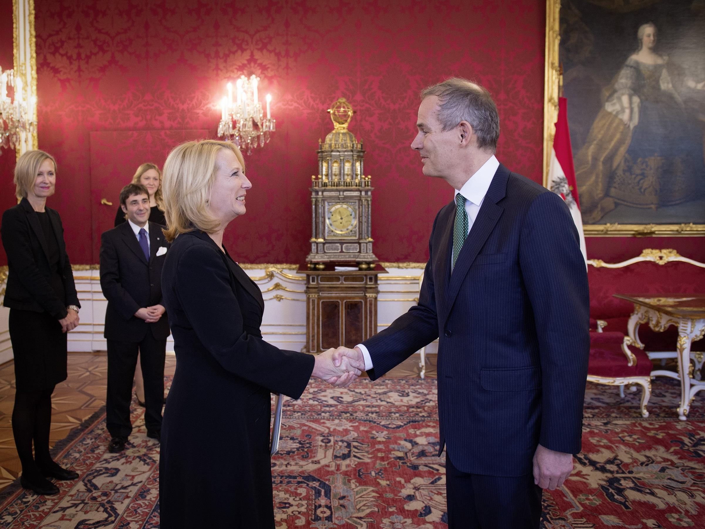 Nationalratspräsidentin Doris Bures beim Empfang der neuen Botschafter in der Präsidentschaftskanzlei in Wien.