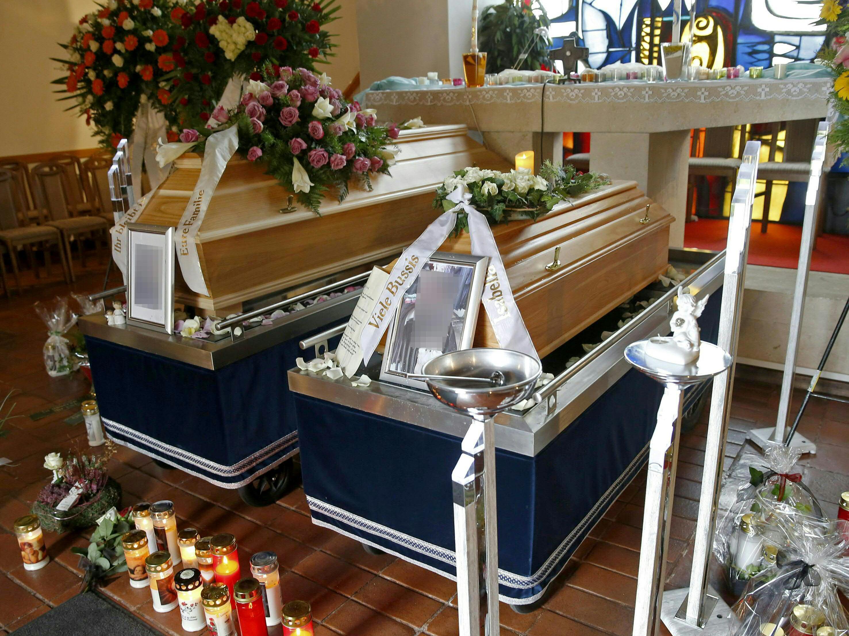 Bei der Beisetzung der beiden von einem Wiener Polizisten Getöteten.