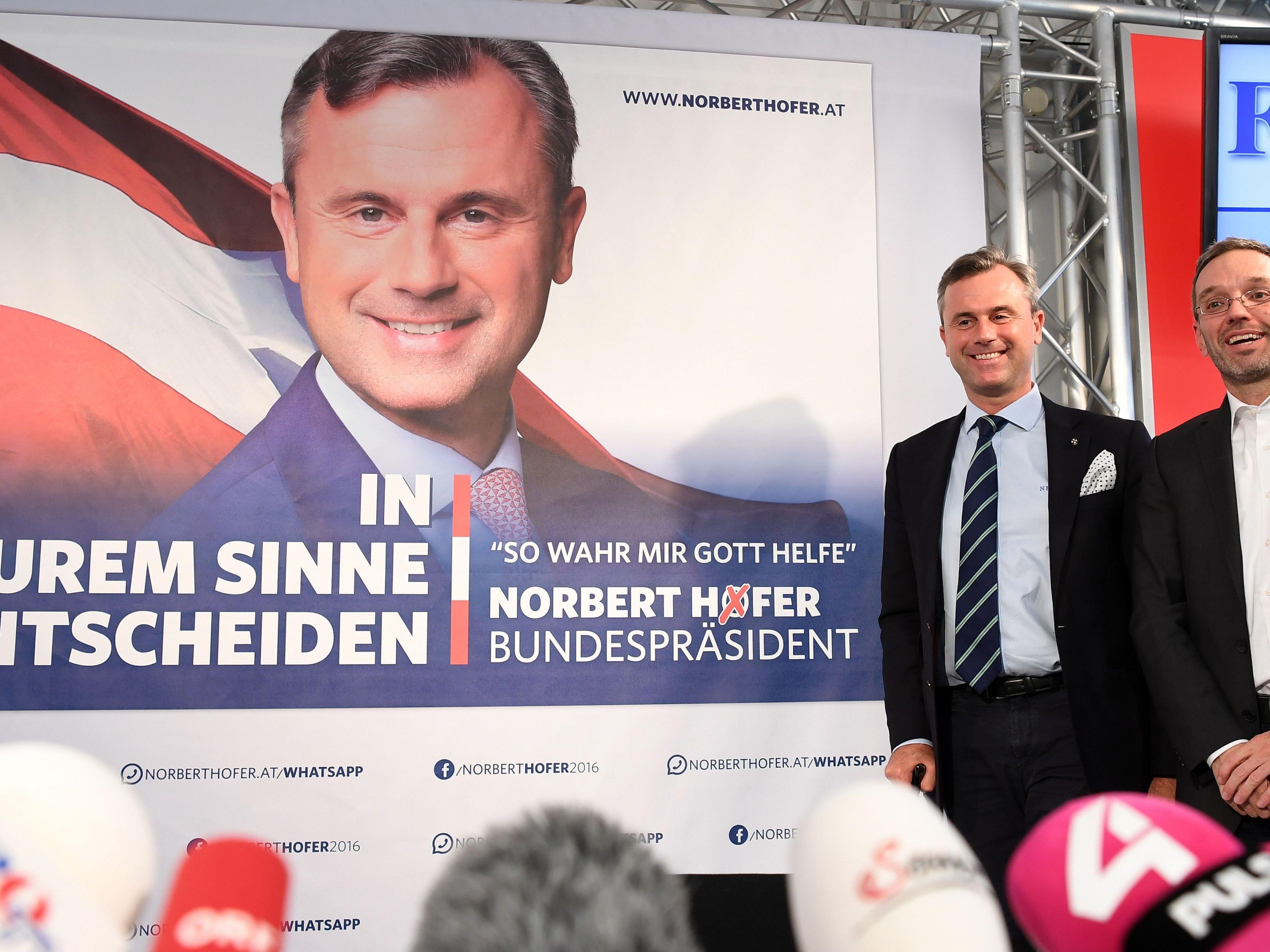 Die neuen Plakate der Hofer-Wahlkampagne wurden präsentiert und aufgehängt