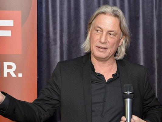 Harald Sicheritz wurde mit dem Ehrenkreuz ausgezeichnet