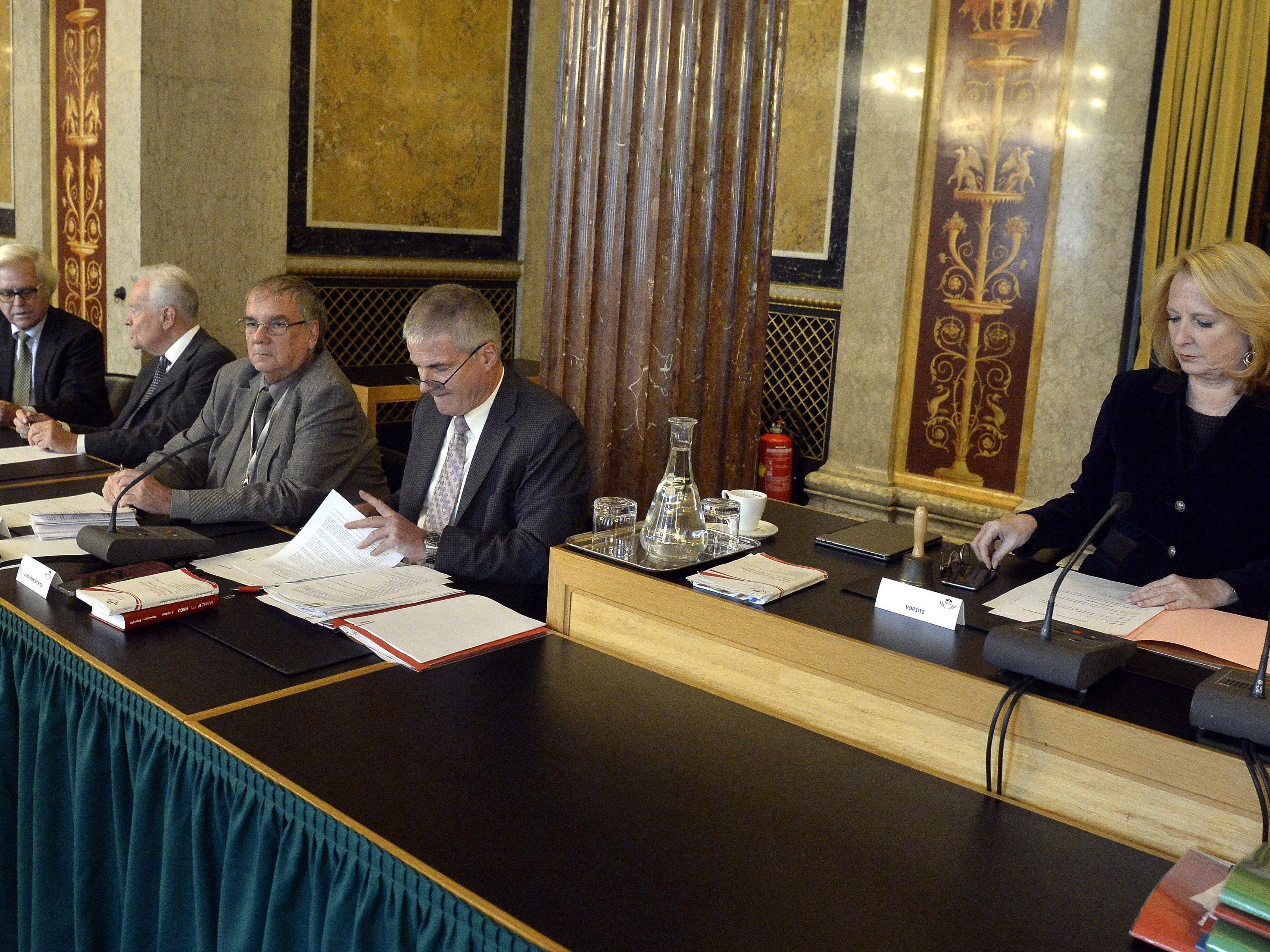 Am Montag wurde der Abschlussbericht an NR-Präsidentin Bures übergeben.