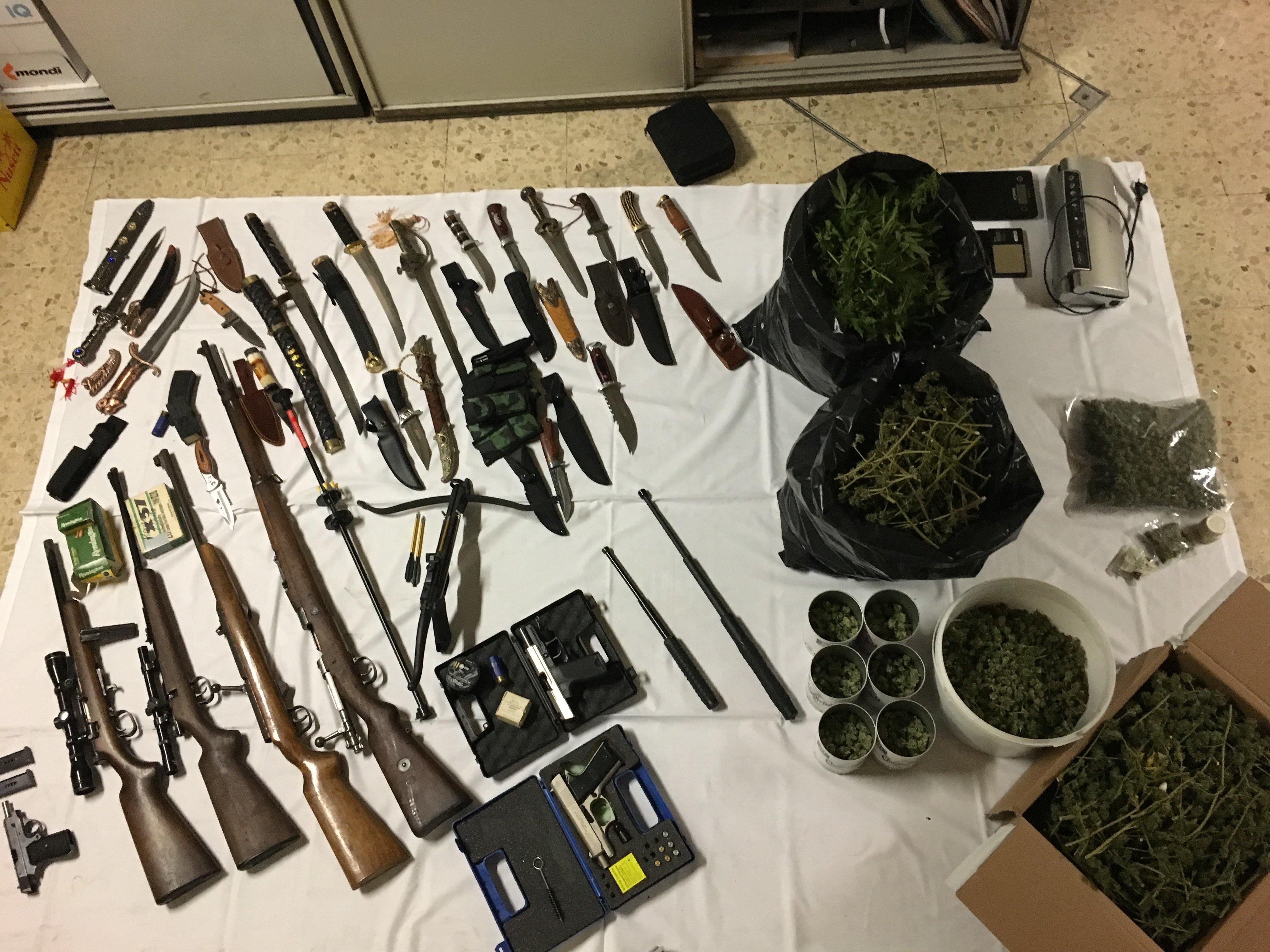Diese Waffensammlung wurde im Haus des 55-Jährigen in Wien-Donaustadt entdeckt.