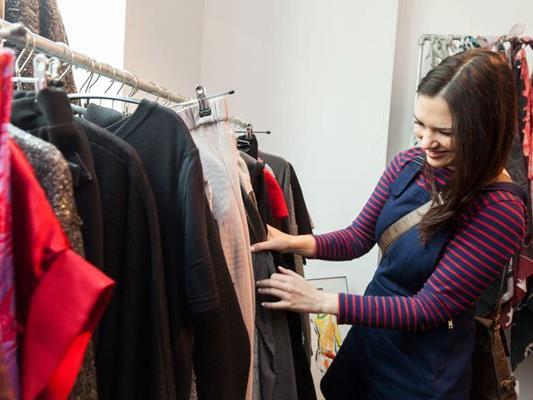 Gustieren im Fashion Week Pop Up-Store.