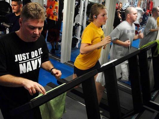 Immer mehr Leute hierzulande schwitzen im Fitness Center.