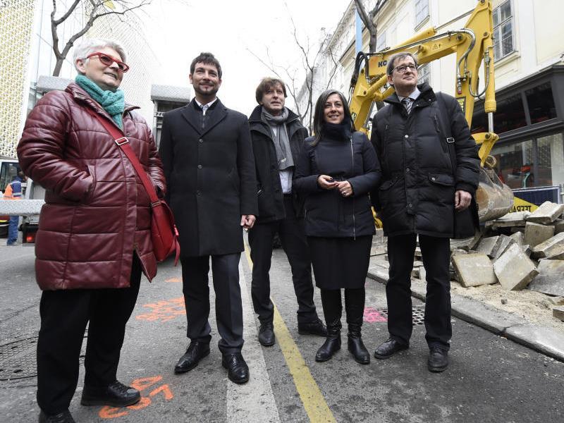 Mariahilfer BV-Stellvertreterin Susanne Jerusalem (Bild ganz links) legt ihr Amt nieder.