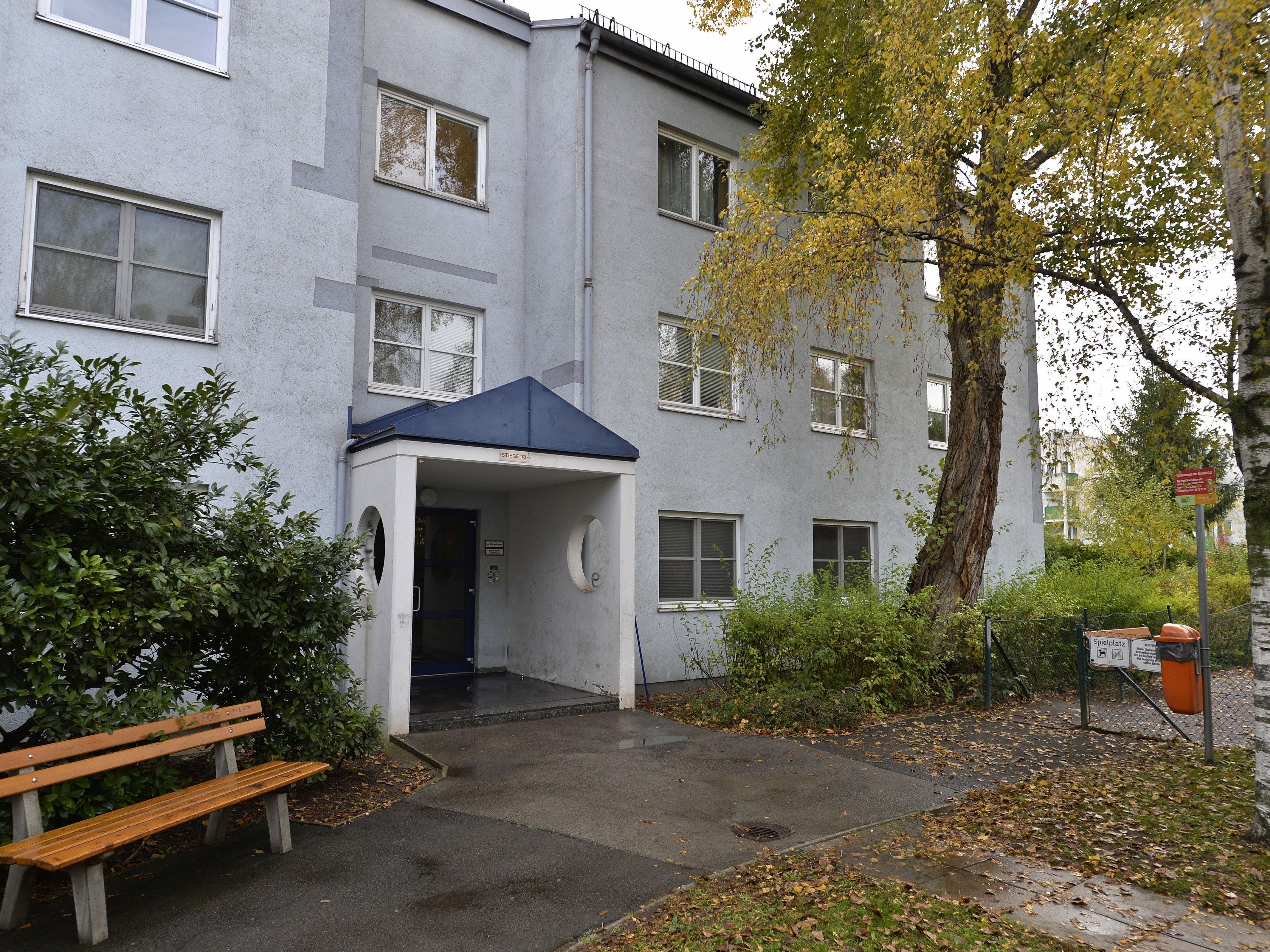 Am Tatort, der Wohnhausanlage in Liesing