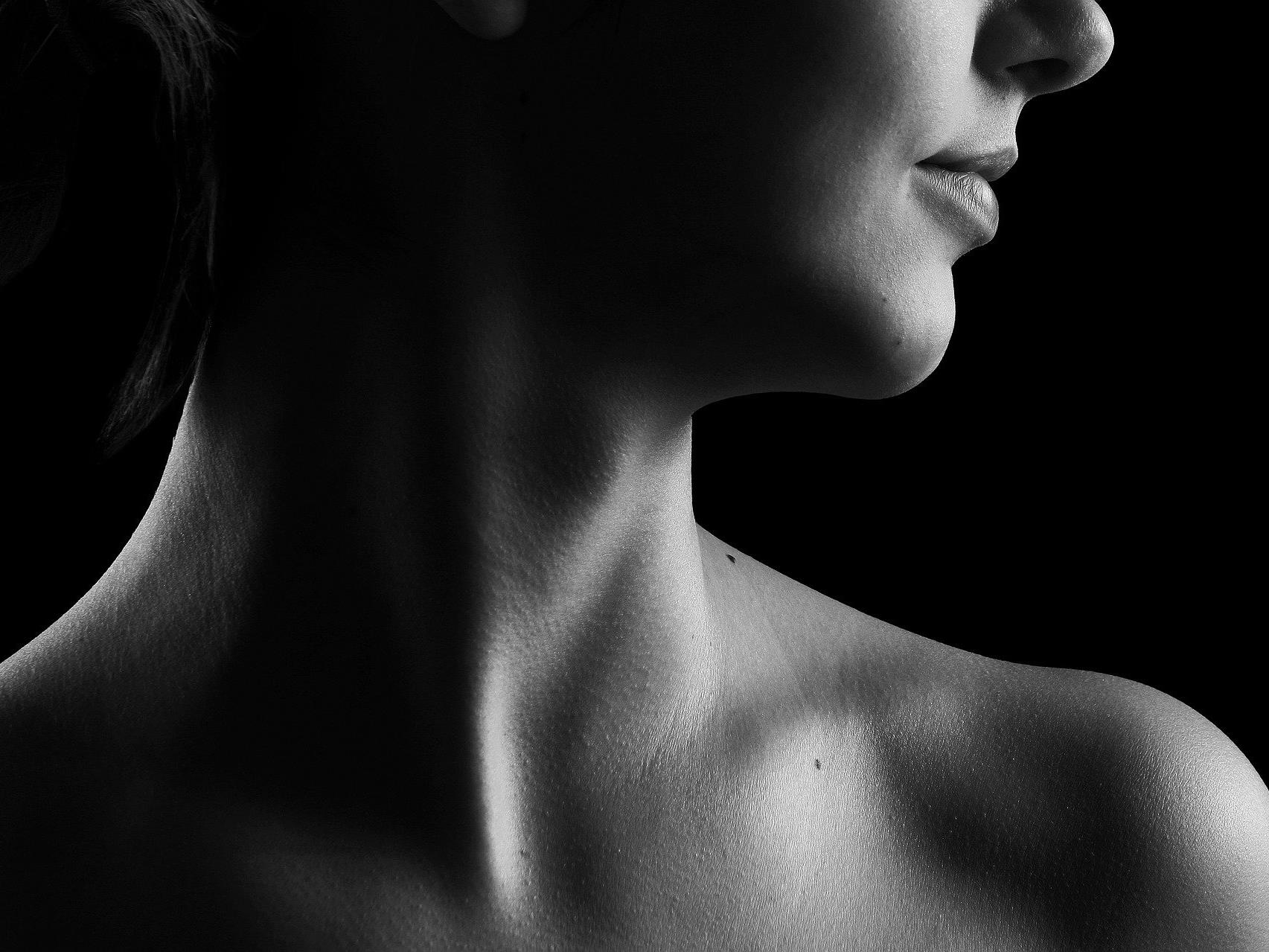 Gibt es ein gesundheitliches Risiko wenn man mit dem Nacken knackt?