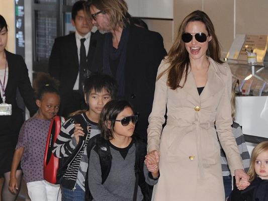 Offenbar wollen die meisten Kinder von Angelina Jolie und Brad Pitt auch nach der Trennung regelmäßigen Kontakt zu ihrem Vater.