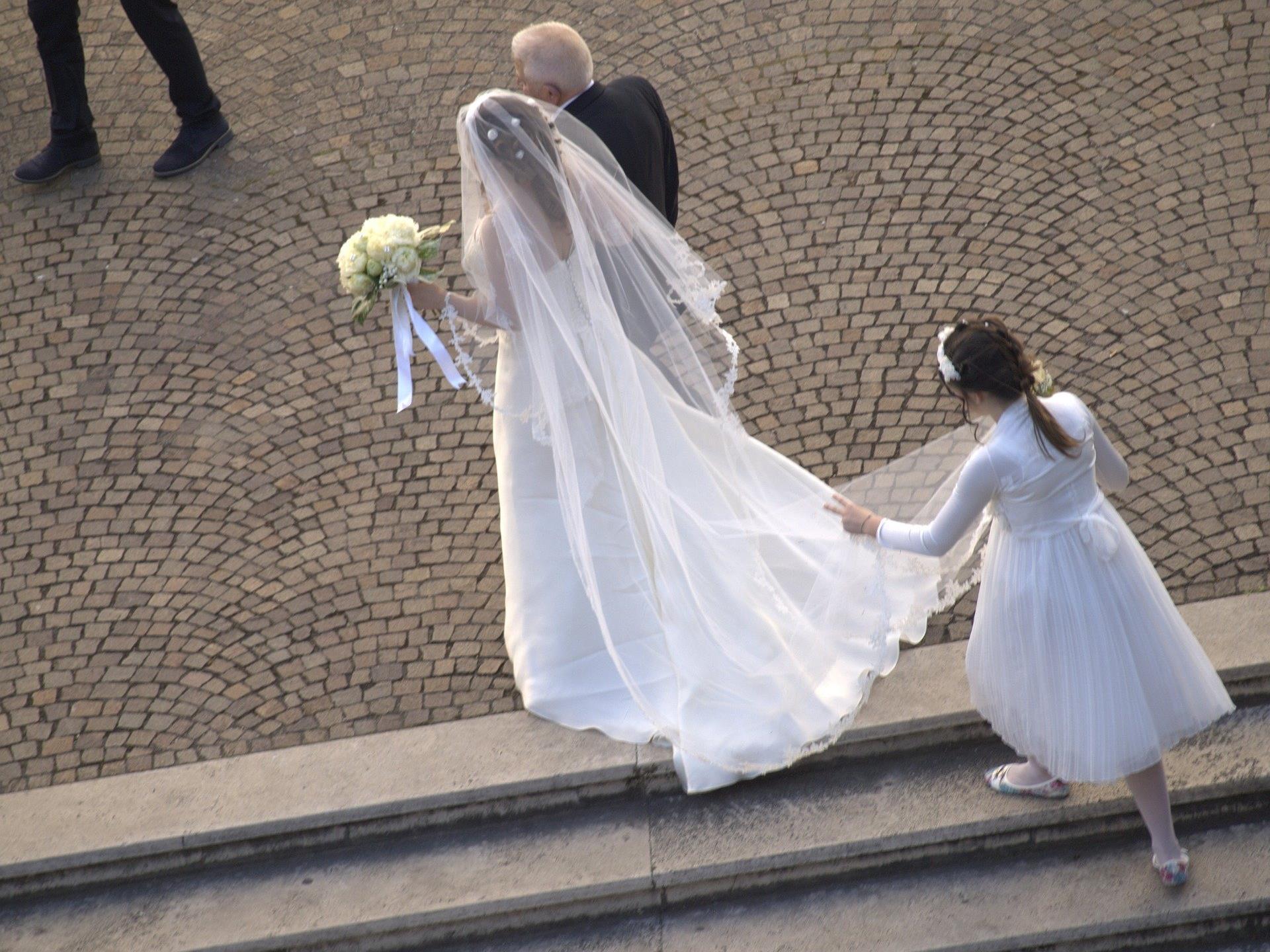 Der Hochzeitsgast durfte nach Abgabe seiner Waffe weiterfeiern.