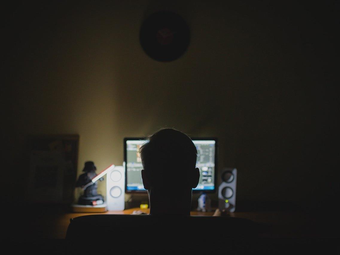 Zur Vorbeugung vor Cyberattacken: Voreingestellte Passwörter ändern.