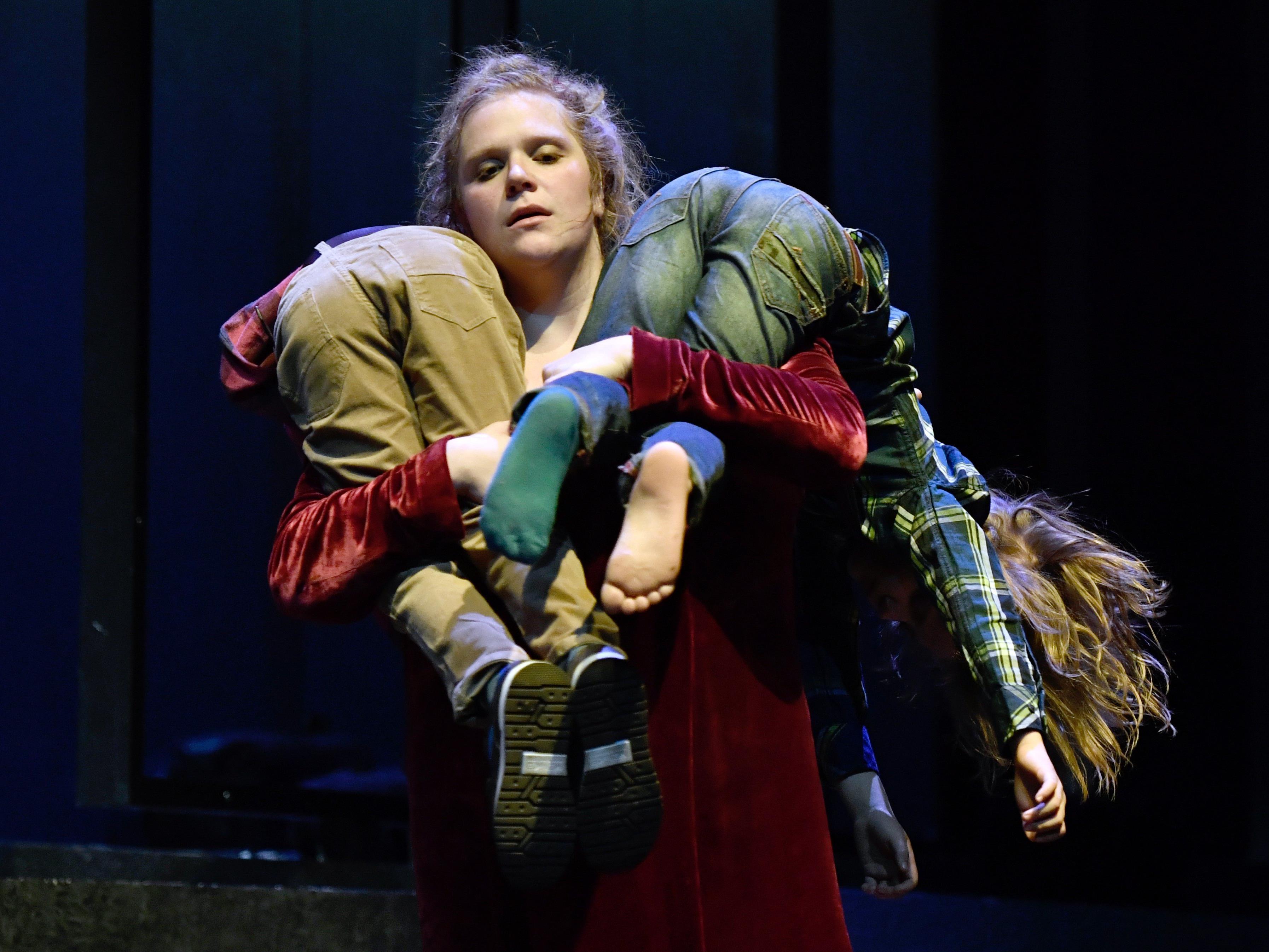 """Stefanie Reinsperger als """"Medea"""" im Wiener Volkstheater."""