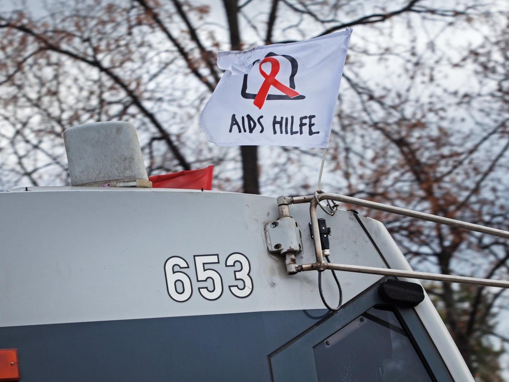Die Fähnchen der Aids Hilfe Wien sind bald wieder auf Wiens Bims zu sehen.