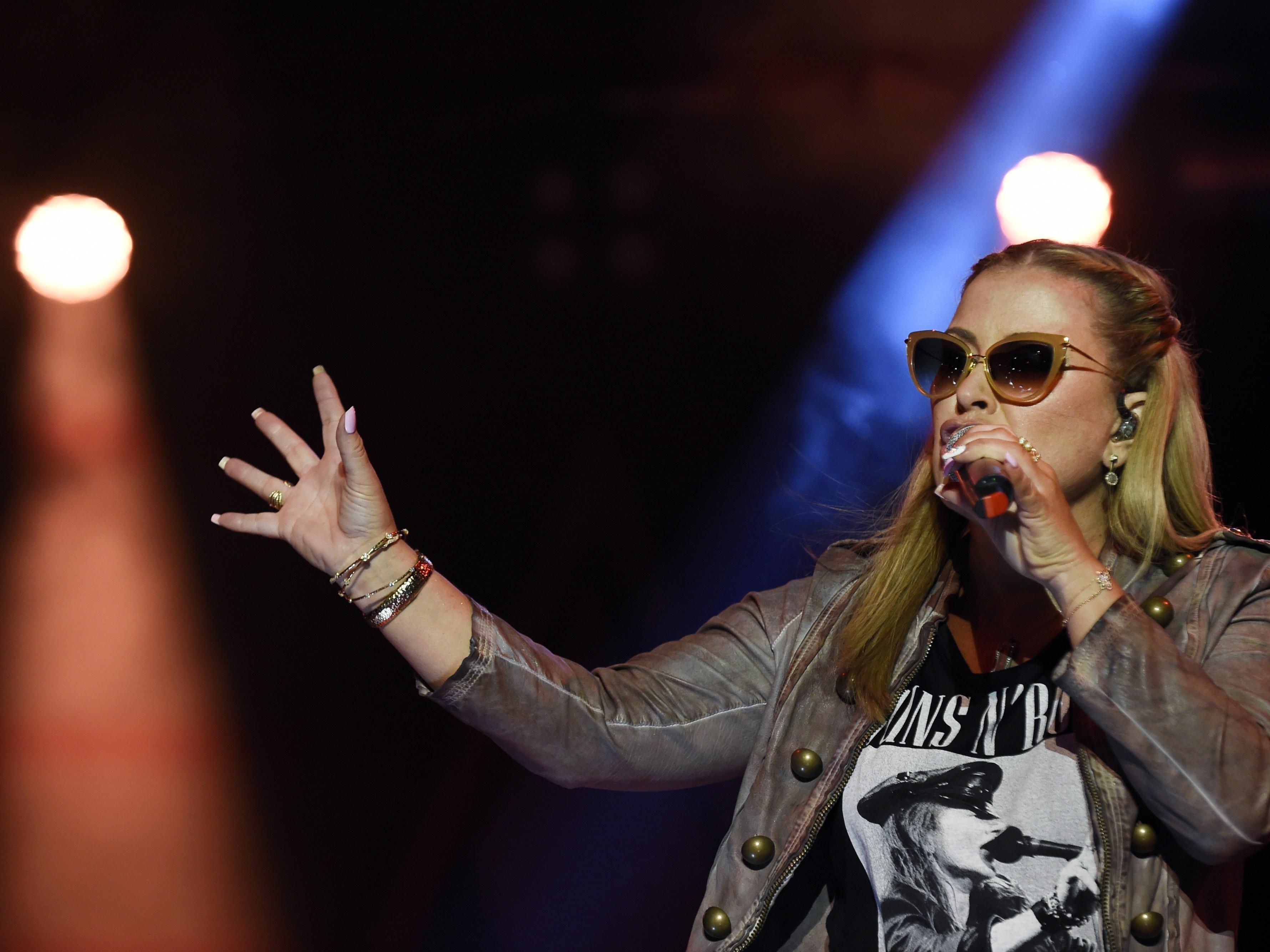 """Sängerin Anastacia hat mutige Fotos von sich im """"Fault Magazin"""" veröffentlichen lassen."""