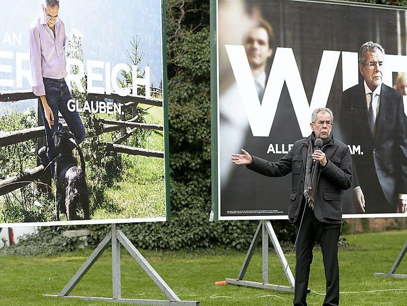 Das linke Wahlkampf-Sujet wurde mit einem Foto von Adolf Hitler verglichen.