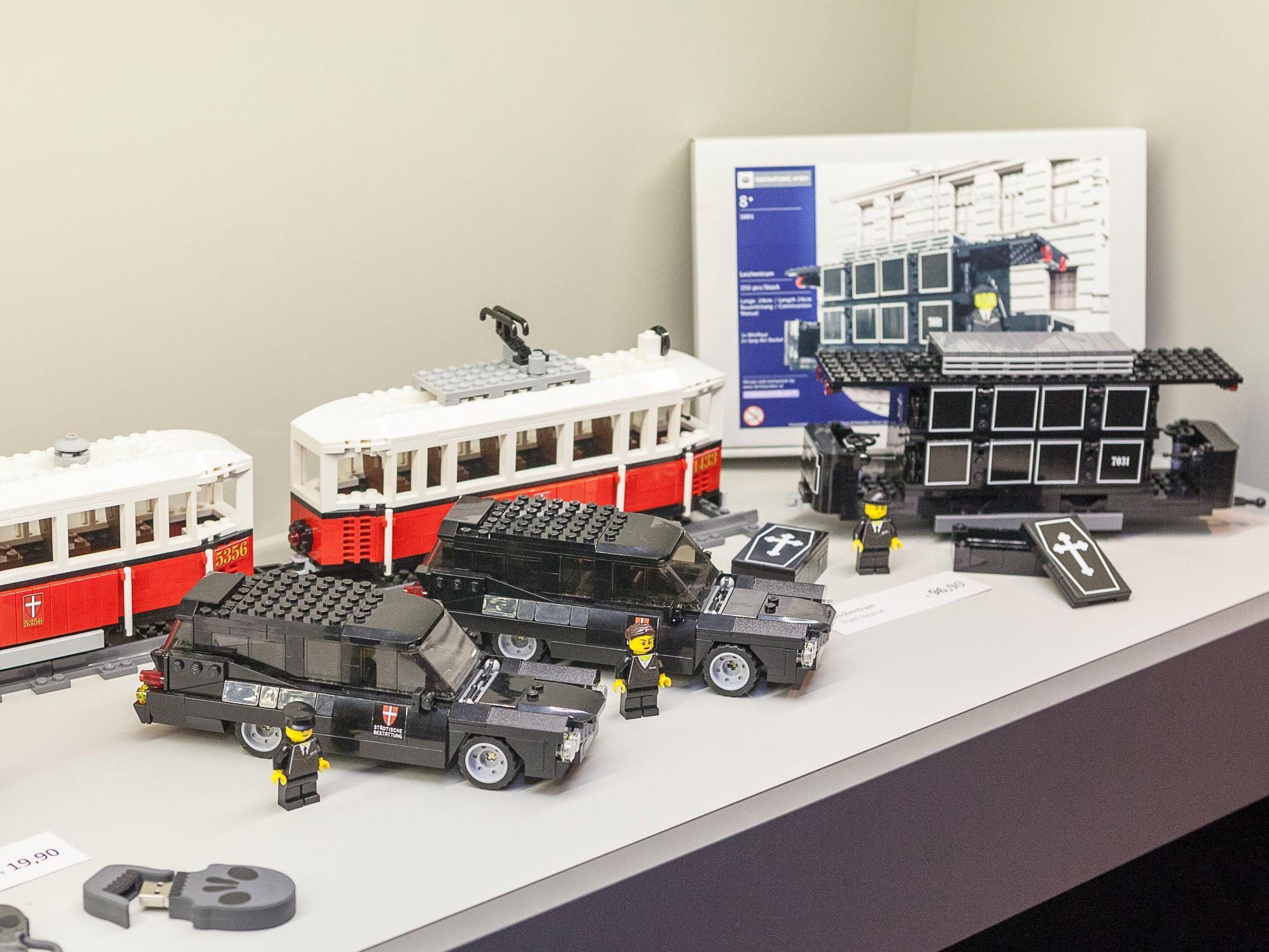 Der Lego-Leichenwagen bei der Präsentation
