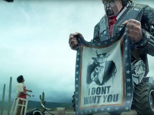 Mecha-Trump gegen die lateinamerikanische Community in einer großartigen Kurzfilmsatire