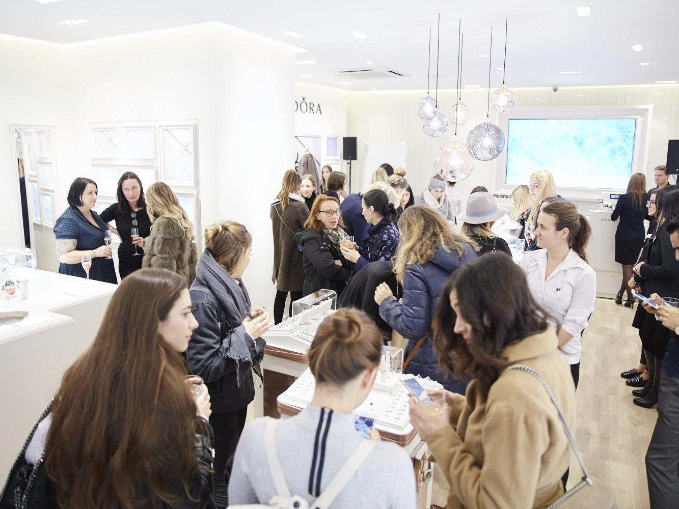 Pandora Eröffnete Neuen Concept Store Auf Wiener Mariahilfer Straße